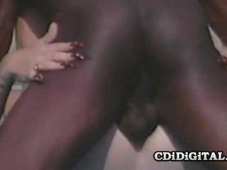 Lynn lemay รีโทร บลอนด์ pleasing a ดำ dong