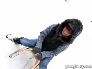 Søt oustanding pupper inside den snow