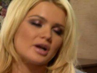 Alexis ford has cô ấy thơm tròn mams sprayed với tươi creamy con gà trống sưa