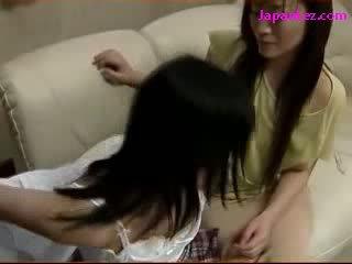 Lelle skūpstošie getting viņai puss licked līdz pieauguša sieviete par the gulta