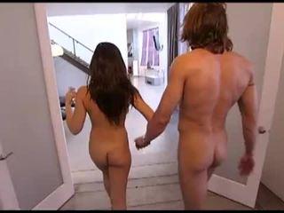 Playboy: two nadržané a príťažlivé babes fucks two šťastný studs.