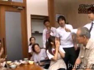 Classmate fucks dulce jap escolar en frente de su familia
