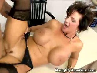 Breasty матуся deauxma receives трахкав по її студент на її стіл