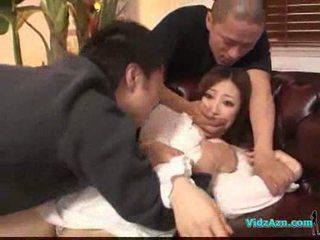 Asiatisch mädchen im weiß kleid getting sie titten rubbed muschi lecken