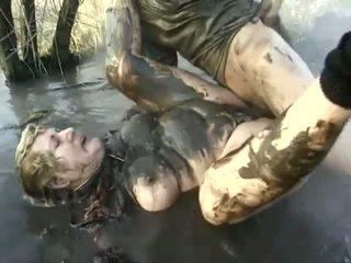 Išdykęs porno spektaklis arti į a nešvarus močiutė having got laid į the mud