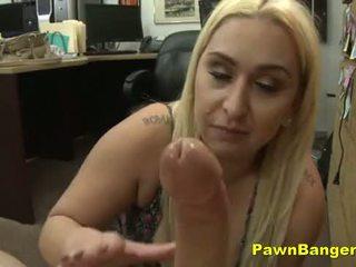 低俗 媽媽 cashes 在 她的 的陰戶