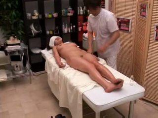 Κολλέγιο κορίτσι seduced με masseur