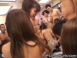 Se gratis asiatisk porno i skole jente uniform gratis stream