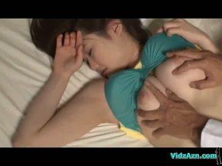 Busty cô gái ngủ núm vú sucked âm hộ licked và fucked lược trên các mattress trong các phòng