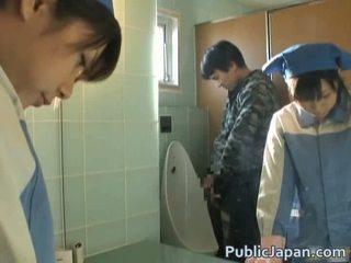 Азиатки прецака на тоалетна