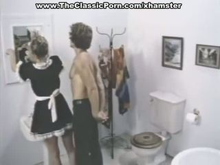 クラシック ポルノの シーン で a バスルーム