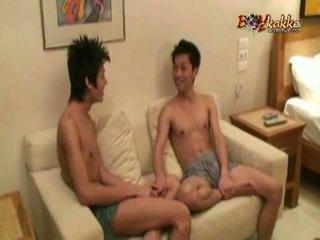 ไทย หญิงหรือชายแท้ fellow gets seduced โดย two มีอารมณ์ twinks