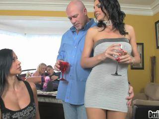 Super hawt couples deciding 上の 何 へ やる で 彼らの セックス パーティー!