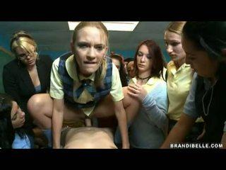 Brandi belle és lányok entice unbending wang baszás és szopás neki ki