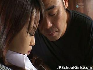 אסייתית תלמידת בית ספר