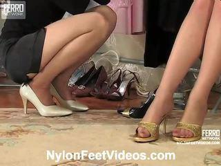 Agatha 和 ninon 討厭 絲襪 footsex