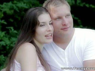 Teeny lovers: romantic súložiť v the les