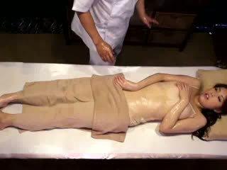 大学 女の子 reluctant オーガズム バイ masseur
