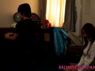 Japanilainen äiti cheats ja gets kasvot perseestä