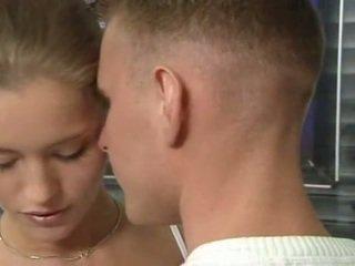 Kuuma saksalainen venäläinen teinit sisään toimisto seksi toiminta
