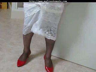 Crossdresser মধ্যে লাল জুতা cumming