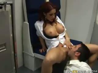 Cycate brunetka sucks kutas z część guy w airplane