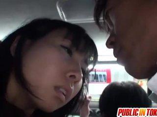 Japonez pasarica stimulated pe the autobus