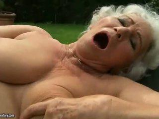 Bunica fucks sexy adolescenta