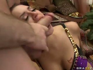 Filling उसकी मुंह साथ lots की guys