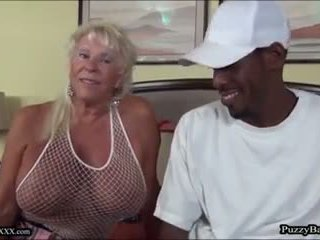 72 vuosi vanha mummo craves iso musta kukko: vapaa porno d4