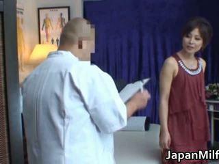 Azijietiškas milf has masažas ir dulkinimasis