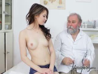 Kauniita gejza on valmis varten hänen tentti alkaen the hyvä lääkäri