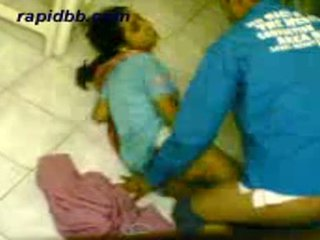 Caliente northindian chica follando su bf en casa