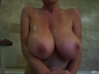 גדול titty אמא שאני אוהב לדפוק kelly madison takes שלה tatas ל a bath