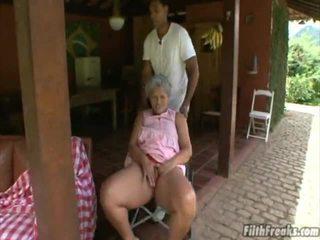 sesso all'aperto, masturbarsi, vecchio