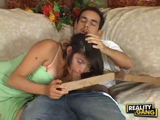 Kuk hungrig adrianna faust feeds henne mun med en juice hård meatpole