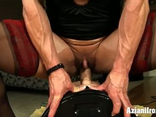 Big Buff Mature Babe Rides The Powerful Sybian