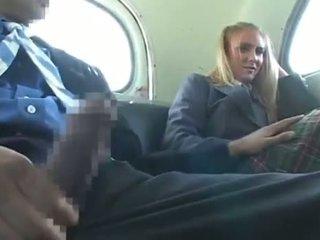 Dandy 171 בלונדיני סטודנט נקבה בלבוש וגברים עירומים ביחד כיף ב אוטובוס 1