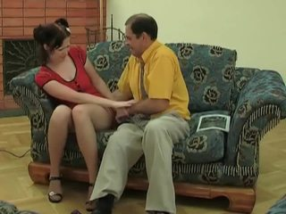 Mlada punca v nogavičke gets zajebal s old dude
