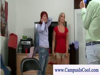 Czytać głowa vs ciemny haired college teenie lezzy seks akcja