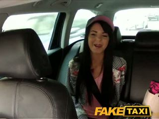 Faketaxi taxi driver convinces ireng haired hottie to suck his kontol