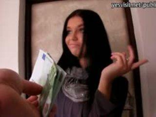 Amatir euro gadis nakal vikky banged untuk uang