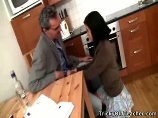 Seksi rambut coklat pelajar putri acquires banged oleh dia pedagogue