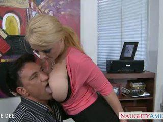 Mengagumkan sophie dee hubungan intim di itu kantor