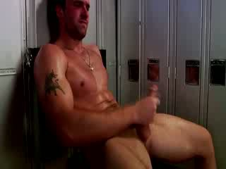 Handsome muscular jock masturbācija