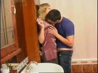 不 媽媽 和 兒子: 免費 俄 色情 視頻 f0