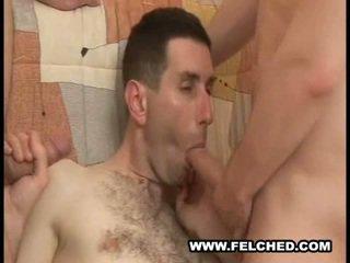 Homo trójkąt wysysanie spermy sperma z tyłek do usta