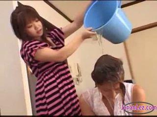 Ázsiai lány tied hogy ágy licked fingered stimulated -val játékszerek