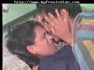 Desi خجول فتاة مارس الجنس محلية الصنع في tamil هندي desi هندي cumshots arab