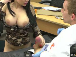 Anastasia brill suckign docteur grand bite vidéo